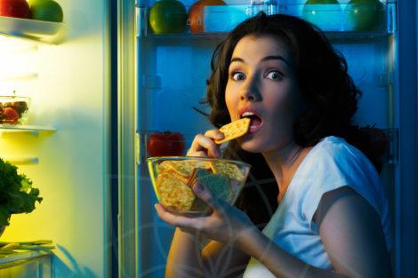 Cenar tarde fomenta el sobrepeso